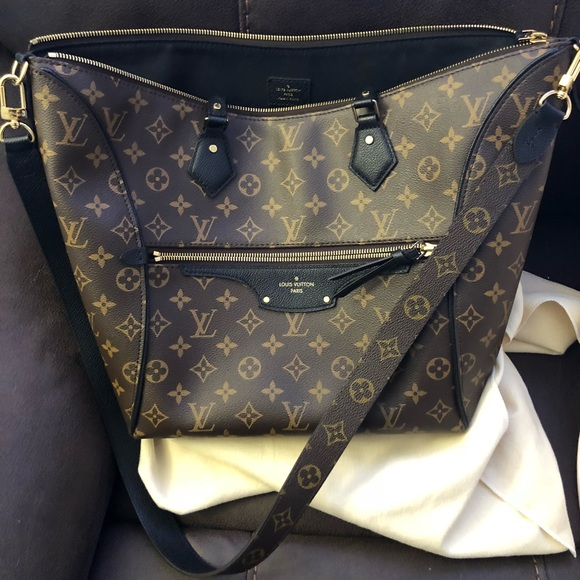31bfe9efc2690 Louis Vuitton Handbags - Louis Vuitton Tournelle MM handbag